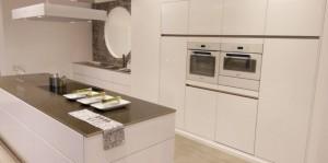 Choix d'un plan de travail pour une cuisine blanche
